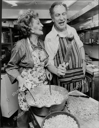 Coral Browne And Vincent Price (dead October 1993) In A Scene From The Play Inigo Jones Restaurant (with Green Pepper).
