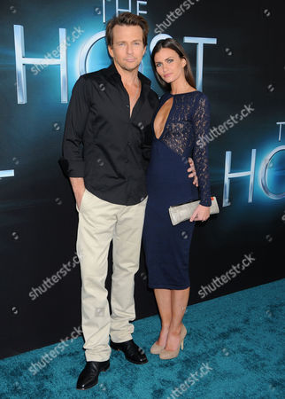 Stock Picture of Sean Patrick Flanery and wife Lauren Flanery