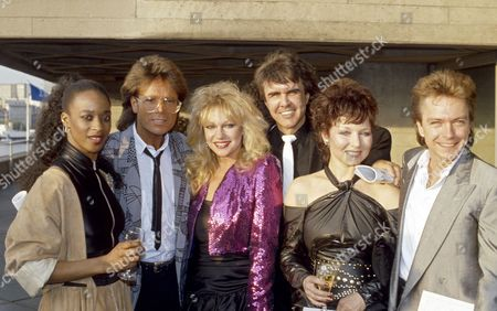 Sir Laurence Olivier 80th birthday party at the National Theatre, London - Grace Kennedy, Sir Cliff Richard, Stephanie Lawrence, Dave Clark and David Cassidy (Cast of the musical 'Time')