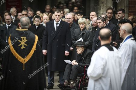 Ronnie Biggs and fellow mourners