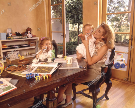 Arianna Stassinopoulos Huffington with her children