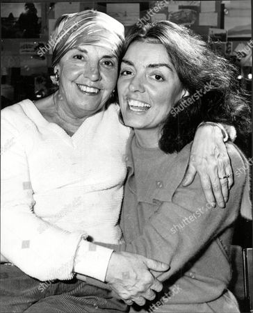 Deaf Actress Elizabeth Quinn (right) With Her Mother Anita At The Albany Theatre.