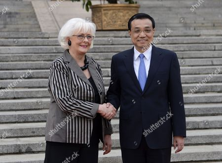 Icelandic Prime Minister Johanna Sigurdardottir and Chinese Premier Li Keqiang