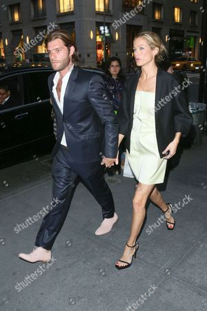 Stock Picture of Carolyn Murphy and boyfriend Lincoln Pilcher