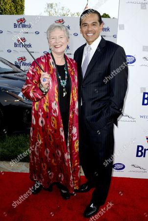 Dame Barbara Hay and Mayor Antonio Villaraigosa
