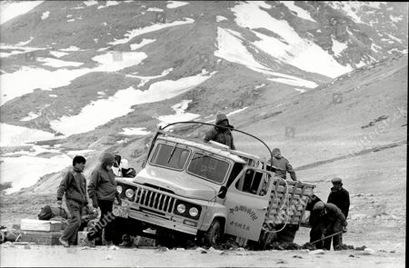 1988 Mail On Sunday Yeti Expedition In Tibet Lead By Mountaineer Chris Bonington In Search Of The Yeti.