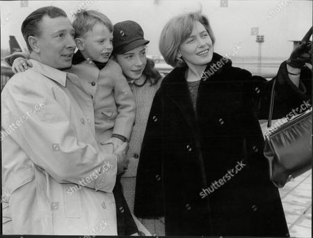 Actor Leslie Randall And Wife Actress Joan Reynolds And Children At Lap Leslie Randall (born 1924 In South Shields) Is A Film And Television Actor Who Has Worked In Both Britain And America. His Wife Was Joan Reynolds Who He Met When They Were Both In Repertory Theatre In Darlington. He Had A Lengthy Career But Possibly His Most Important Role Was With His Wife In Joan And Leslie Itv's First Home-grown Situation Comedy.[1] He Also Appeared In The Film Version Of Billy Liar (where He Played Danny Boon) Emmerdale The Monkees And I Dream Of Jeannie.