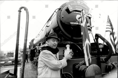 Actor Ray Milland With Steam Train The Flying Scotsman Ray Milland (3 January 1907 Oo 10 March 1986) Was A Welsh Actor And Director. His Screen Career Ran From 1929 To 1985 And He Is Best Remembered For His Academy Awardoowinning Portrayal Of An Alcoholic Writer In The Lost Weekend (1945) A Sophisticated Leading Man Opposite A Corrupt John Wayne In Reap The Wild Wind (1942) The Murder-plotting Husband In Dial M For Murder (1954) And As Oliver Barrett Iii In Love Story (1970).