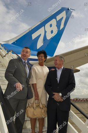 Boeing Introduces Its New Aeroplane The Dreamliner Or 787 To Its British Customers Today 23rd April 2012 At Heathrow Airport. British Airways Virgin And Thompson Holidays Have All Ordered The Aircraft. Willie Walsh Chris Browne And Steve Ridgway Iag Thomspon Airways Virgin Atlantic.