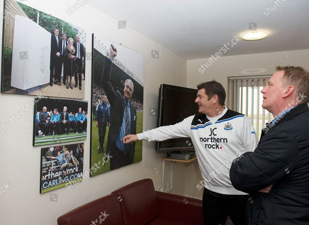 Newcastle Coach John Carver Shows Colin Young Pictures Of Sir Bobby Robson In Pardews Office At Their Training Ground. Apr 24th 2012 - Newcastle UK. Newcastle Training Ground Feature