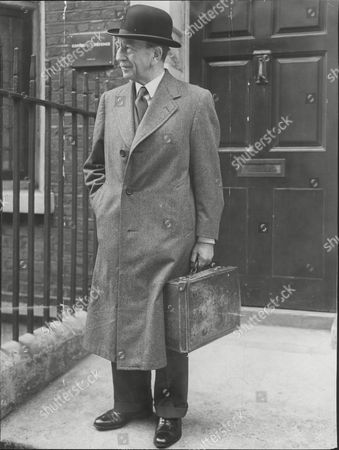 Sir Thomas Moore Mp Sir Thomas Cecil Russell Moore 1st Baronet Cbe (16 September 1886 Oo 9 April 1971) Was A Long-serving British Conservative Party Politician. He Was Elected Member Of Parliament (mp) For Ayr Burghs In A 1925 By-election And Served Until His Retirement In 1964 When He Was Succeeded By George Younger. Moore Was Created A Baronet Of Kyleburn In The County Of Ayr In 1956. He Died In April 1971 Aged 84 When The Baronetcy Became Extinct.