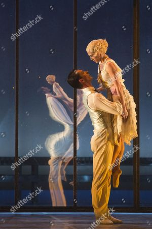 Stock Picture of Tobias Batley as Jay Gatsby and Martha Leebolt as Daisy Buchanan
