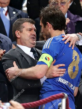 Chelsea chief executive Ron Gourlay celebrates with Frank Lampard