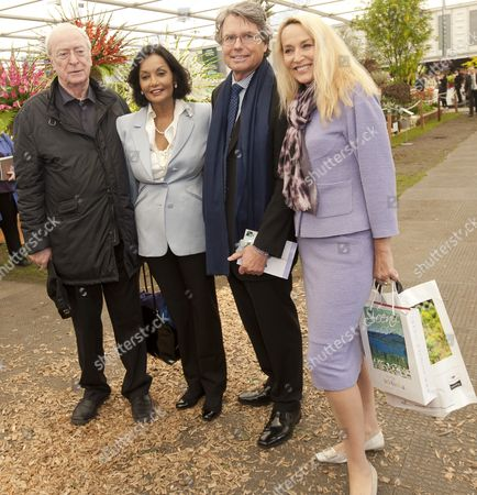 Sir Michael Caine With Wife Shakira And Jerry Hall And Warwick Hemsley Enjoying The Chelsea Flower Shown In London. 21.5.12 Reporter David Wilkes.
