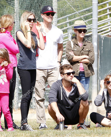Paulina Slagter, Ryan Phillippe, Reese Witherspoon and husband Jim Toth