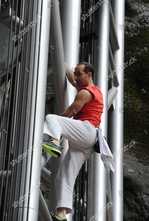 Jean-Michel Casanova climbing the elevator