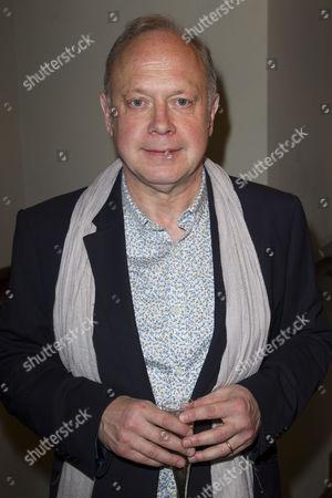 Jonathan Coy (Philip)