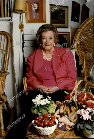 Beryl Reid Obe (17 June 1919 Oo 13 October 1996) Was A British Actress Of Stage And Screen. Pictured At Her Home At Wraysbury On Thames.