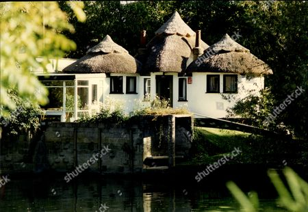 Stock Photo of Beryl Reid Obe (17 June 1919 Oo 13 October 1996) Was A British Actress Of Stage And Screen. Pictured Her Home At Wraysbury On Thames.