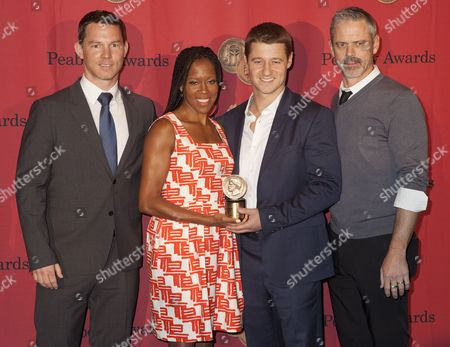 Shawn Hatosy, Regina King, Benjamin McKenzie and C. Thomas Howell