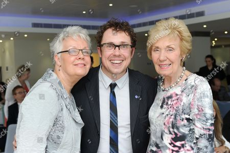 Stock Image of Bob Golding, who played the part of Eric Morecambe in his one-man play, 'Morecambe', with Eric Morecambe's daughter Gail and wife Joan Morecambe