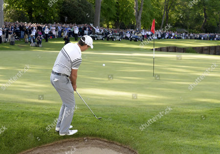Simon Khan of England chips to the 18th on his way to finishing as runner-up