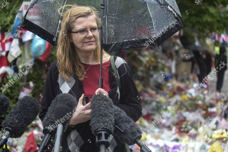 Ingrid Loyau-Kennett, who confronted the attackers in Woolwich terrorist attack, paying her respects