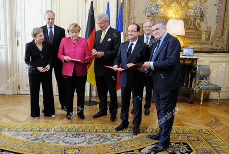 Laurence Parisot, Hans Peter Keitel, Angela Merkel, Gerhart Cromme, Francois Hollande, Benoit Potier and Jean Louis Beffa