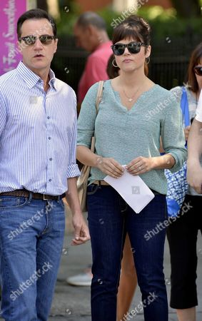 Tim Dekay and Tiffani Thiessen