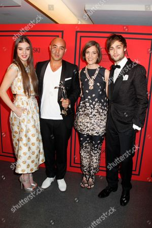 Hailee Steinfeld, Max Osterweis, Erin Beatty and Douglas Booth