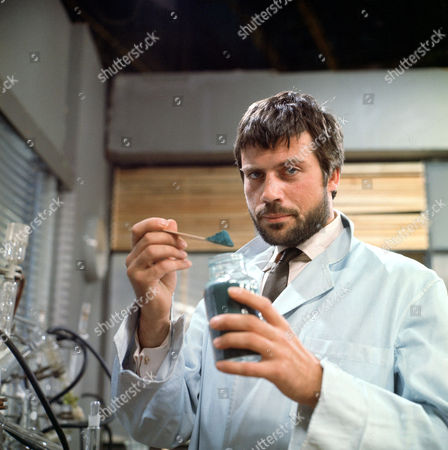 Oliver Reed starring in tv series 'R3' as Doctor Richard Franklin