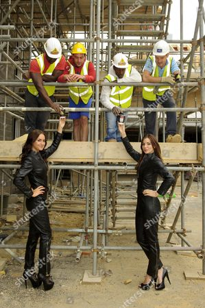 Rosie Jones and Kacey Barnfield deliver tea to workman around London