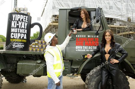 Kacey Barnfield and Rosie Jones deliver tea to workmen around London