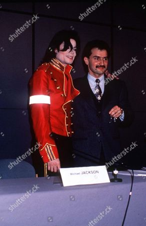 Stock Photo of MICHAEL JACKSON WITH PRINCE AL WALEED BIN TALAL ABDUL AZIZ AL SAUD