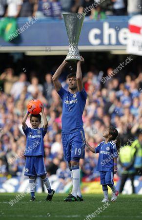 Chelsea's Paulo Ferreira lifts the Europa League trophy
