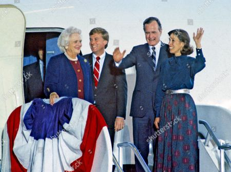United States President-elect George H.W. Bush and Vice President-elect Dan Quayle with their wives