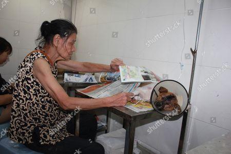 Stock Photo of Ye with Niu Niu at the hospital