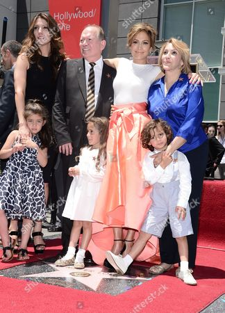 Jennifer Lopez with her sister Lynda Lopez, mother Guadalupe Rodriguez, father David Lopez and children Emme Anthony and Max Anthony
