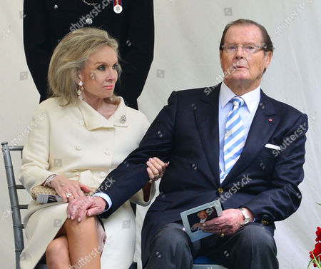 Kristina Tholstrup, Sir Roger Moore