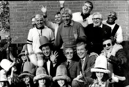 Plaque Unveiling At Bbc Manchester L-r Dj Alan Freeman Comedian Tom O'connor Ray Alan And Lord Charles Actor Harry Worth Ken Dodd And At The Back The Comedy Group The Spinners.