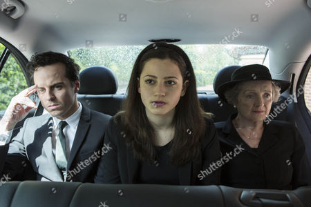 Andrew Scott as Mark, Avigail Tlalim as Jodie and Julia McKenzie as Betty.