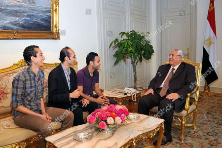 Interim president Adly Mansour (R) meeting with Mahmoud Badr (3rdL), Mohamed Abdelazizi (2ndL) and Hasan Shaheen, heads of Egyptian opposition Tamarod (Rebellion) group