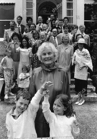 Elizabeth Pakenham Dowager Countess Of Longford (elizabeth Longford) Wife Of The 7th Earl Of Longford. Seen Here With Grandchildren Caspar Billington And Alex Pakenham.