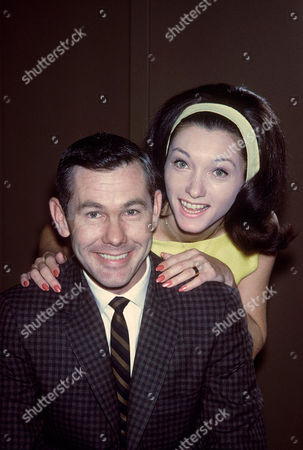 JOHNNY CARSON AND WIFE, JOANNE