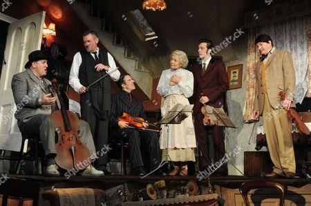 John Gordon Sinclair, Con O'Neill, Angela Thorne and Ralf Little