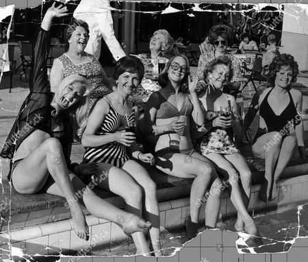 At The Poolside Stars From Television Programme Coronation Street Pictured In 1974 Julie Goodyear Eileen Derbyshire Ann Kirkbridge Thelma Barlow Barbara Mullaney (behind) Betty Driver Doris Speed And Jean Alexander. Betty Driver Died 15/10/2011.