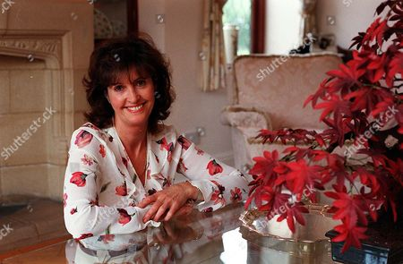 ** Special For Daily Mail Femail Dept ** Vivienne Boardman Wife Of Liverpool Comedian Stan Boardman At Home On The Wirral.... See Story On Her Husbands Infidelity.