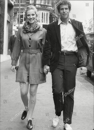 Stock Picture of Actor Tony Roberts Anthony Roberts With Actress Betty Buckley David Anthony 'tony' Roberts (born October 22 1939) Is An American Actor. He Is Best Known For His Roles In Several Woody Allen Movies Usually Cast As Allen's Best Friend.