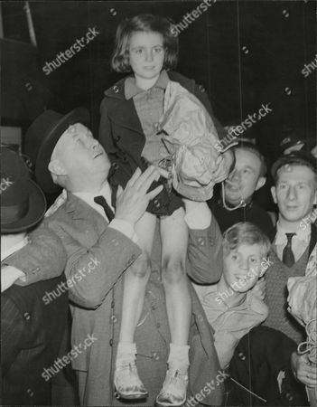Editorial picture of Sir Thomas Inskip 1st Viscount Caldecote Lord Caldecote In London With Evacuee Children Thomas Walker Hobart Inskip 1st Viscount Caldecote Cbe Pc Kc (5 March 1876 Oo 11 October 1947) Was A British Politician Who Served In Many Legal Posts Culminating