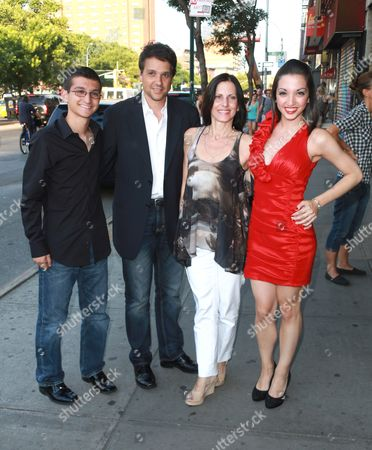 Ralph Macchio, Phyllis Fierro, Julia Macchio and family